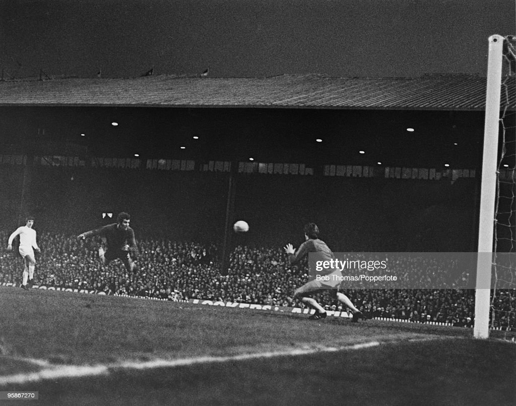 The FA Cup Final replay between Chelsea and Leeds United at Old Trafford, 29th April 1970. Chelsea won 2-1. Chelsea's Peter Osgood (1947 - 2006) scores with a diving header.