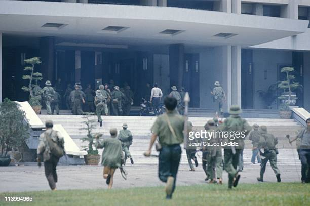 The Fall of Saigon Vietnam in April 1975Attacking the presidential palace