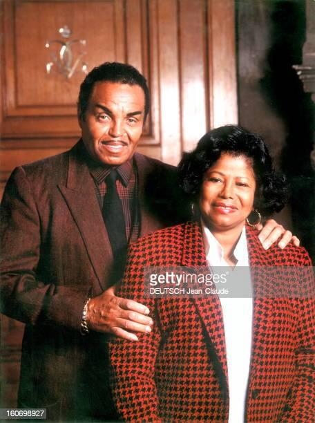 The Family Of Michael Jackson In Paris Paris 15 novembre 1991 la famille de Michael Jackson à l'hôtel GeorgeV plan souriant de face des parents du...