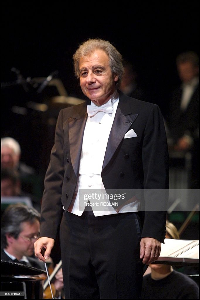 The Famous Composer Arranger Conductor And Pianist Lalo Schriffrin Performs Live In Auxerre On November 16Th 2001 In Auxerre France