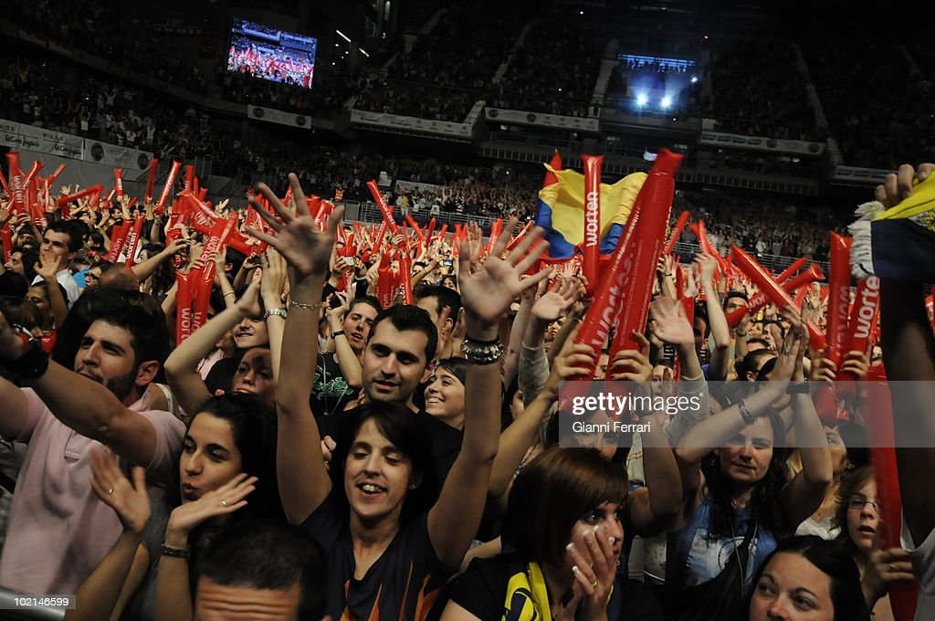 The fans during the concert in benefit of the victims of the earthquake of Haiti, organized by the radio station 100, 24th April 2010, Palace of Sports, Madrid, Spain.