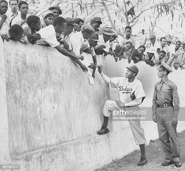 The fans greeting Dan Bankhead at a Dodgers baseball camp March 13 1948