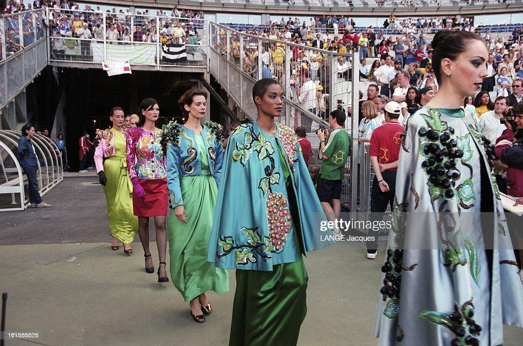 Risultati immagini per Yves Saint Laurent nel 1998
