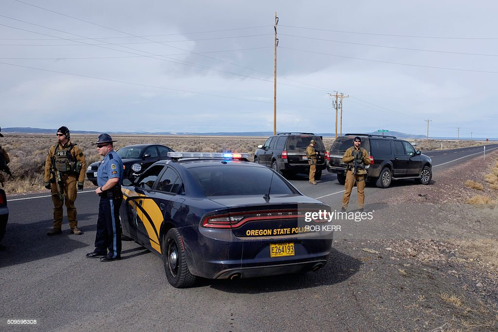 The FBI and Oregon State Police temporarily close a stretch of road near the Malheur Wildlife Refuge Headquarters near Burns, Oregon, on February 11, 2016. The FBI surrounded the last protesters holed up at a federal wildlife refuge in Oregon amid reports they will surrender on Thursday, suggesting the weeks-long armed siege is approaching a climax. / AFP / Rob Kerr
