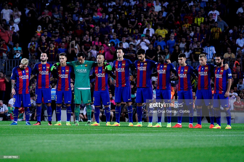 Hilo del FC Barcelona The-fcbarcelona-players-during-silent-minute-before-start-the-vs-fc-picture-id591887692