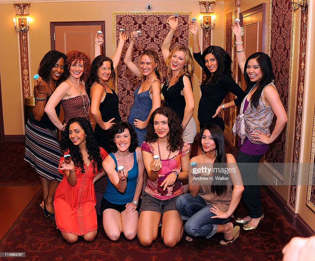 the female cast of mamma miacelebrate the 4000th broadway performance picture id114983267