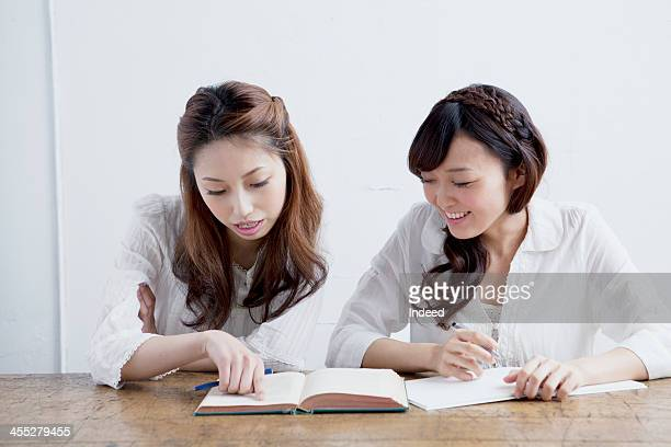 The female college students study together