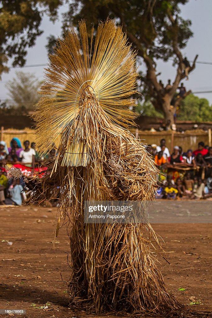 CONTENT] The festival of masks in Burkina Faso including masks leaves, fiber masks, feather masks, white masks, masks with straw, masks skins, dedougou