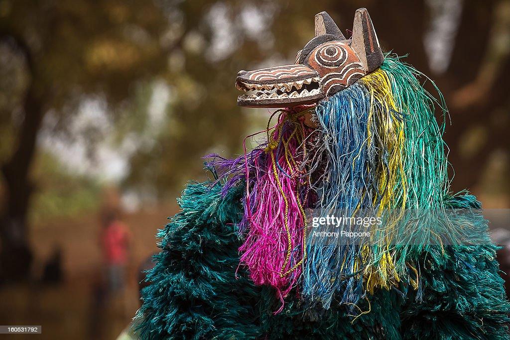 CONTENT] The festival of masks in Burkina Faso including masks leaves, fiber masks, feather masks, white masks, masks with straw, masks skins.