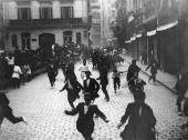 The Festival of San Fermin in Pamplona known as 'the running of the bulls' or 'el encierro' circa 1930 Crowds flee from the bulls which have been set...