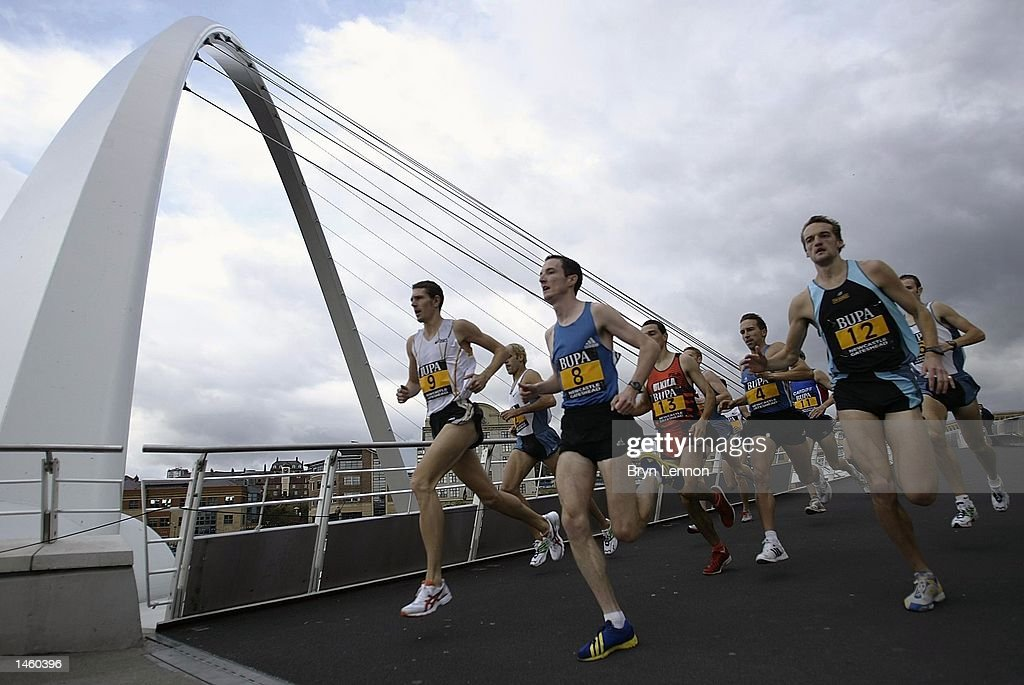 The field cross over the Millennium Bridge during the men's BUPA Great North Mile on Newcastle Quayside, Newcastle, England on October 05, 2002. (Photo by Bryn Lennon/Getty Images).