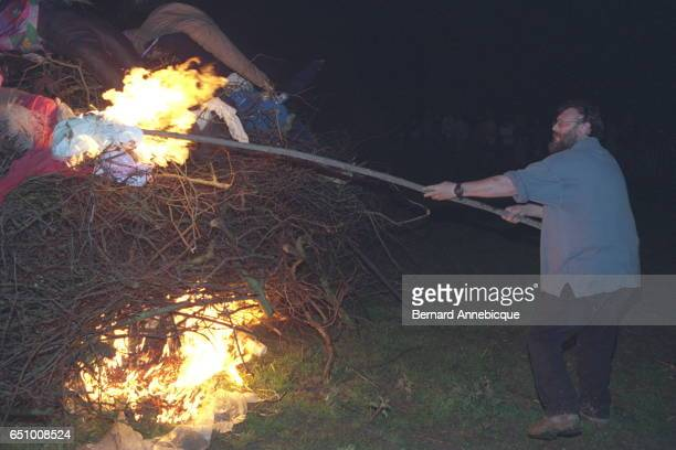 The final event is a bonfire on which all the scarecrows are burnt as with traditional Carnival celebrations Philippe Lancel lights the bonfire