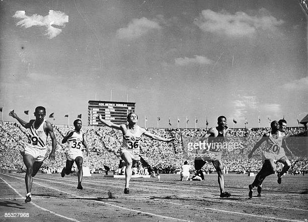 The finish of 100 metres final during the London Olympics 31st July 1948 Harrison Dillard of the USA wins the race with Barney Ewell of the USA in...