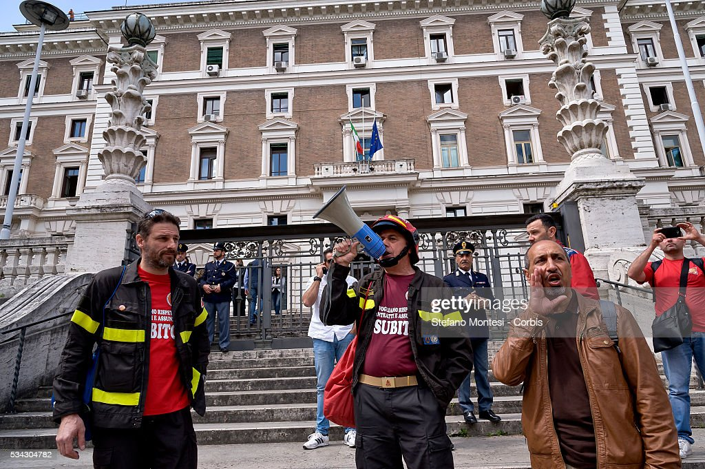 The firefighters in front the Ministry of the Interior during national demonstration firefighters union USB to seek renewal of the contract and against job insecurity on May 24, 2016 in Rome, Italy. (Photo by Stefano Montesi/Corbis via Getty Images).