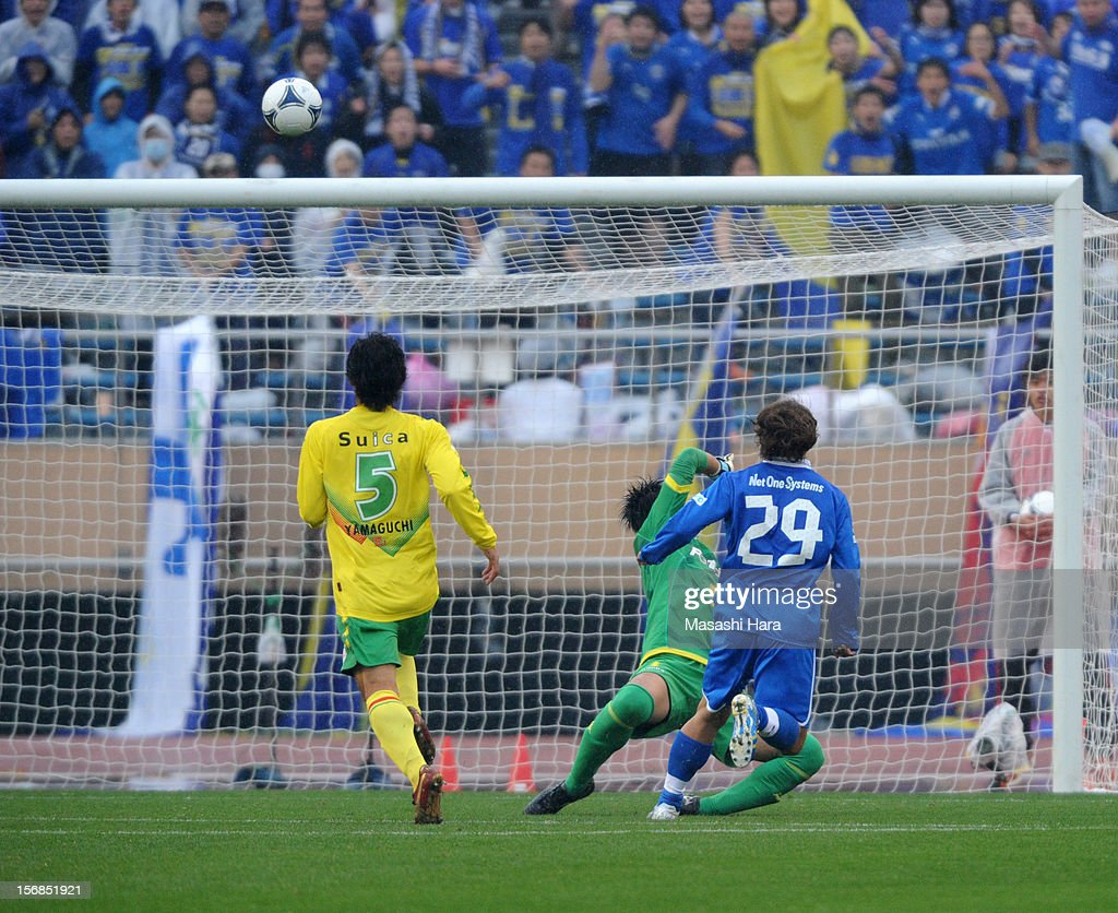 The first goal,Takenori Hayashi #29 of Oita Trinita during the J.League Second Division Play-off Final match between JEF United Chiba and Oita trinita at the National Stadium on November 23, 2012 in Tokyo, Japan.