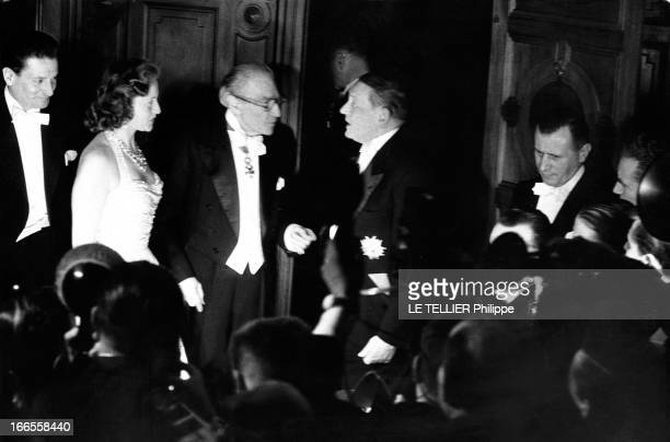 The First Of The Movie 'Napoleon' By Sacha Guitry At The Paris Opera Gala triomphal pour la première du film 'Napoléon' de Sacha Guitry à l'Opéra de...