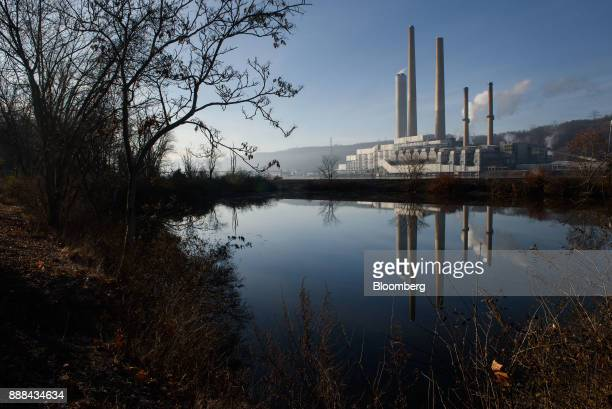 The FirstEnergy Corp WH Sammis Plant coalfired power plant stands along the Ohio River in Stratton Ohio US on Monday Dec 4 2017 Across America few...