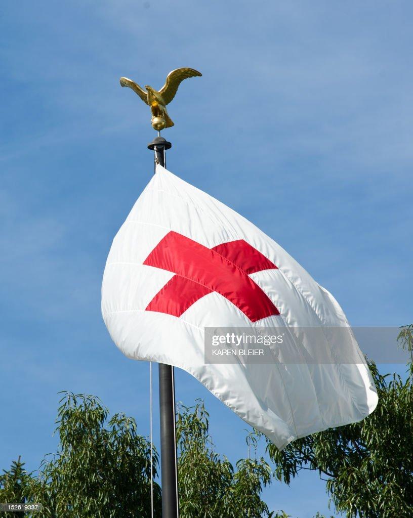 The flag of the American Red Cross is seen September 20, 2012 in Washington, DC. AFP PHOTO / Karen BLEIER