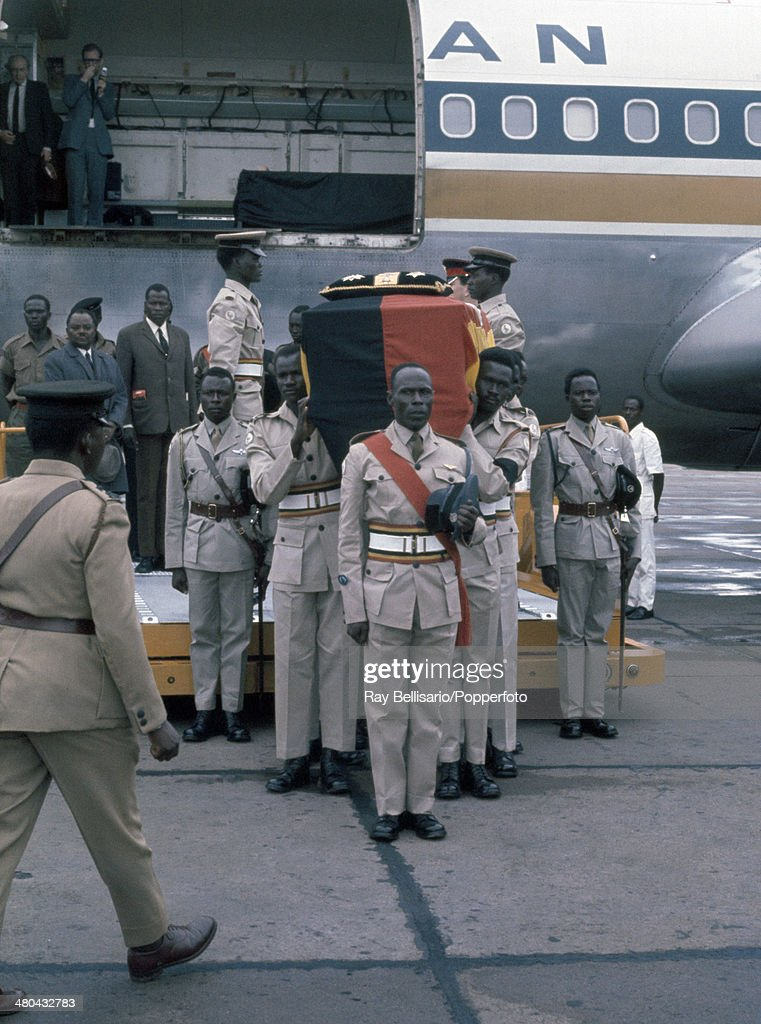 the-flagdraped-coffin-of-king-freddie-first-president-of-uganda-and-picture-id480432783