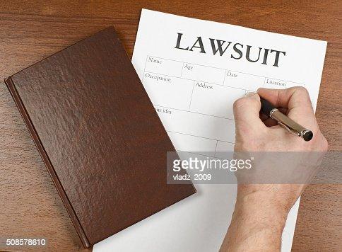 Il modulo delle azioni legali è sul tavolo : Foto stock