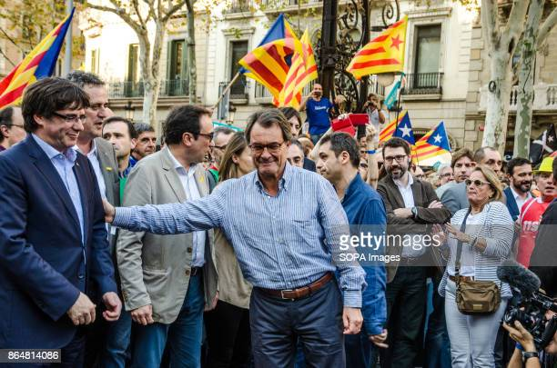 The former President Artur Mas salutes President Puigdemont on arrival at the rally About 450000 people have been focused to support the Government...