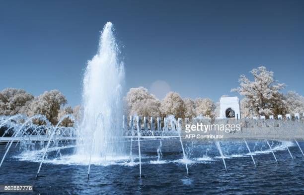 The fountain is seen at the Worl War II Memorial in Washington DC on September 20 2017 / AFP PHOTO / Andrew CABALLEROREYNOLDS