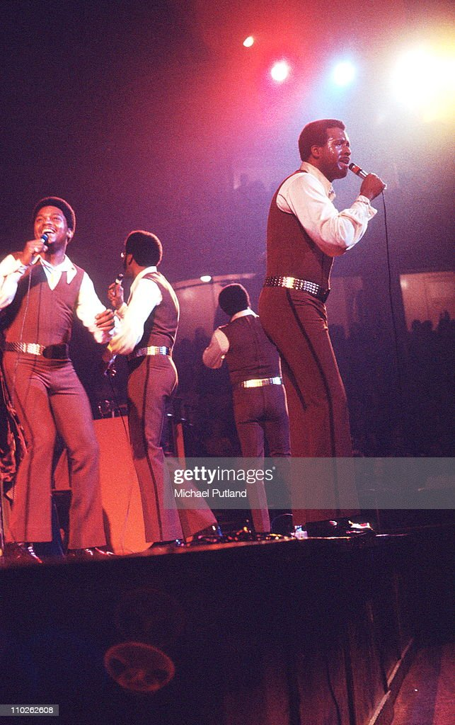 The Four Tops perform on stage, London, 27th October 1971, L-R Renaldo 'Obie' Benson, Abdul 'Duke' Fakir, <a gi-track='captionPersonalityLinkClicked' href=/galleries/search?phrase=Lawrence+Payton&family=editorial&specificpeople=1603469 ng-click='$event.stopPropagation()'>Lawrence Payton</a>, <a gi-track='captionPersonalityLinkClicked' href=/galleries/search?phrase=Levi+Stubbs&family=editorial&specificpeople=1126145 ng-click='$event.stopPropagation()'>Levi Stubbs</a>.