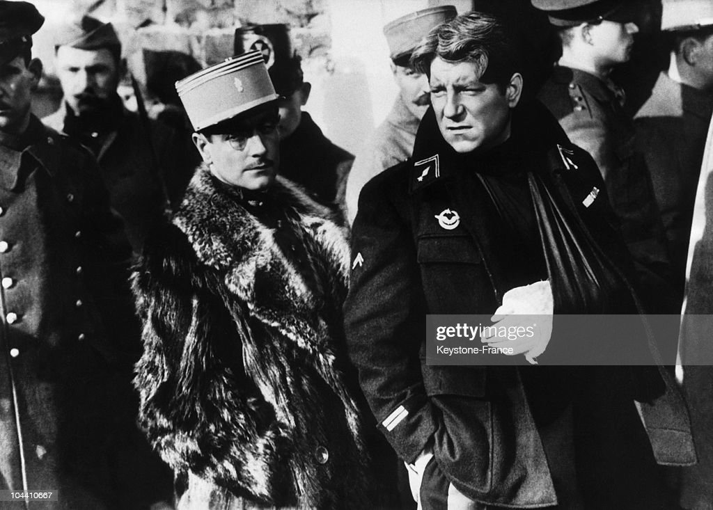 The French actors Pierre FRESNAY and Jean GABIN during the shooting of the film 'LA GRANDE ILLUSION', directed by Jean RENOIR in 1936.