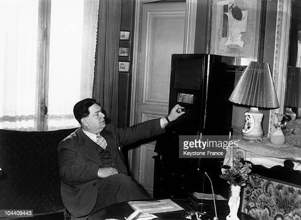 The French composer Darius MILHAUD at home in front of his TSF device in February 1938