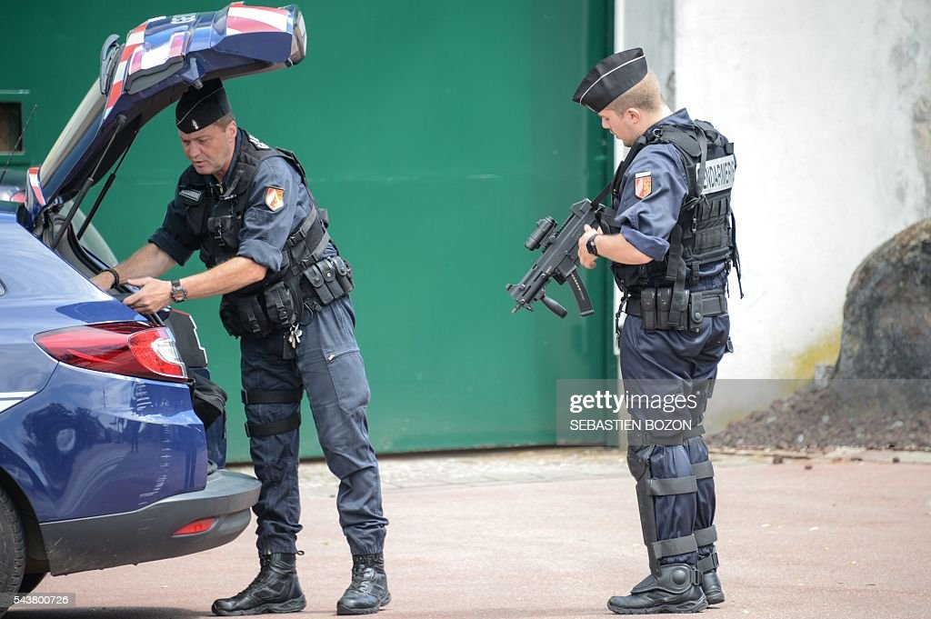 The French Gendarmerie stands guard at the entrance of the Ensisheim prison, northeastern France, as a psychologist is taken hostage by a prisoner on June 30, 2016. / AFP / Sebastien Bozon