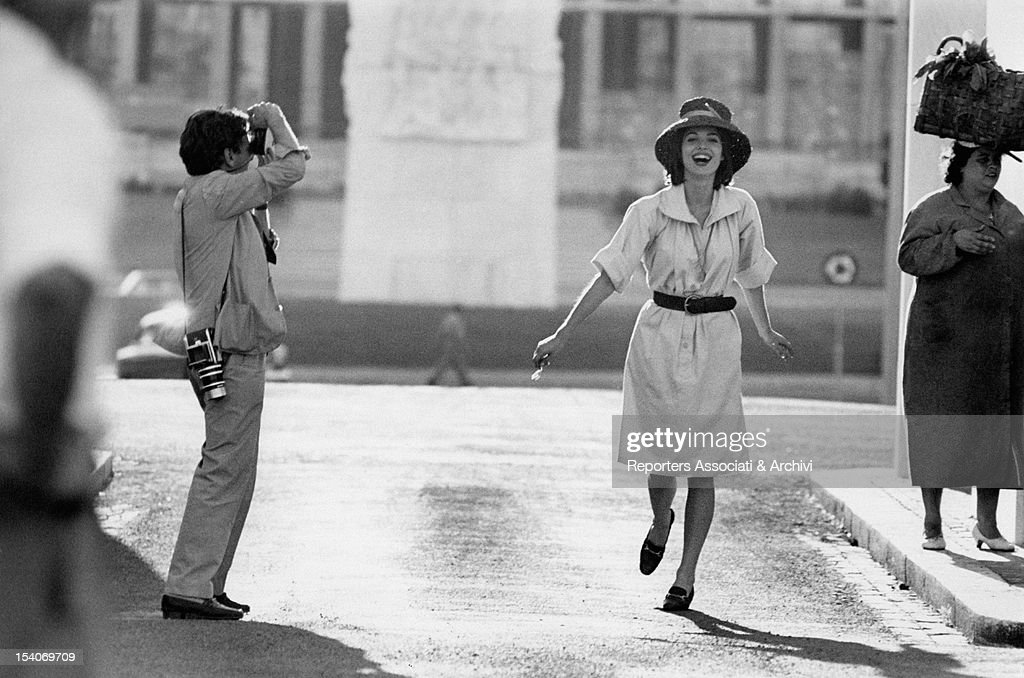 The French photographer <a gi-track='captionPersonalityLinkClicked' href=/galleries/search?phrase=Willy+Rizzo&family=editorial&specificpeople=2064152 ng-click='$event.stopPropagation()'>Willy Rizzo</a> photographing the Italian actress and model <a gi-track='captionPersonalityLinkClicked' href=/galleries/search?phrase=Elsa+Martinelli&family=editorial&specificpeople=223923 ng-click='$event.stopPropagation()'>Elsa Martinelli</a> (Elsa Tia). Rome, 1960