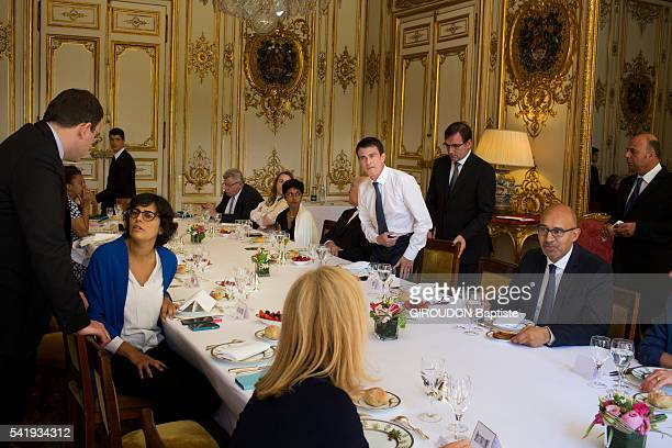 PARIS FRANCE JUNE 09 The French Prime Minister Manuel Valls during a working lunch with others ministers and state secretaries from left to right...