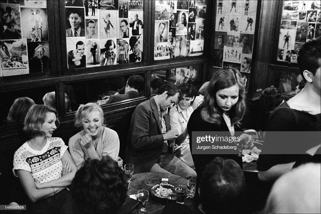 The French Pub in Dean Street, Soho, London, 1975. It was a popular haunt with such notable personalities as Francis Bacon, Dylan Thomas, Lucian Freud and Charles de Gaulle.