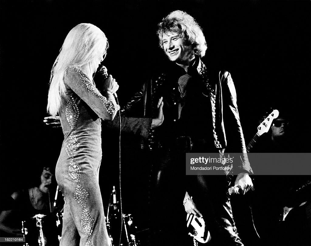 The French singer <a gi-track='captionPersonalityLinkClicked' href=/galleries/search?phrase=Johnny+Hallyday&family=editorial&specificpeople=243155 ng-click='$event.stopPropagation()'>Johnny Hallyday</a> (Jean-Philippe Smet) performing on stage with his wife, the French singer <a gi-track='captionPersonalityLinkClicked' href=/galleries/search?phrase=Sylvie+Vartan&family=editorial&specificpeople=235775 ng-click='$event.stopPropagation()'>Sylvie Vartan</a>. Milan, 1973
