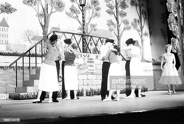The Freres Jacques Paris le 4 octobre 1956 au théâtre de la porte Saint Martin les Frères JACQUES donnent la première représentation de l'opérette La...