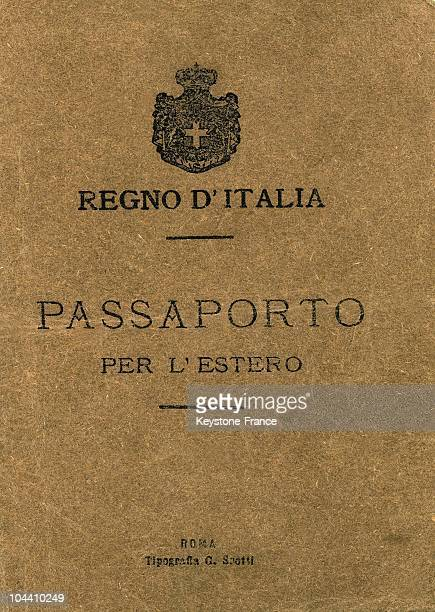 The front cover of an Italian passport dating from February 1922