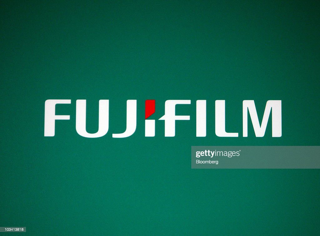 Fujifilm president shigetaka komori introduces new 3d for Camera film logo