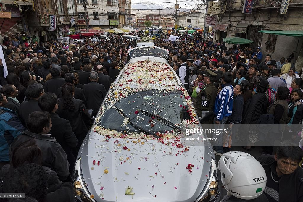 The funeral car is opened during burial of Deputy Minister Rodolfo Illanes in La Paz Bolivia on August 28 2016 Deputy Minister of the interior was...