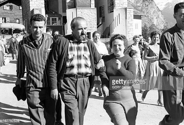 The 'Gehovonise' Awaiting The End Of The World At The Gehovonese Pavillon Near Courmayeur Dans la montagne près de Courmayeur le 14 juillet 1960 des...
