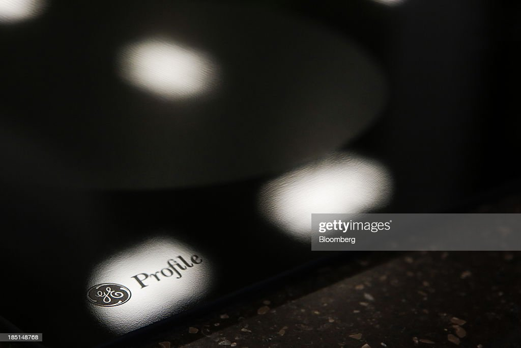 The General Electric Co. (GE) logo is seen on an electric stove top displayed for sale at a Lowe's Cos. store in Torrance, California, U.S, on Thursday, Oct. 17, 2013. General Electric Co. is scheduled to release earnings figures on Oct. 18. Photographer: Patrick T. Fallon/Bloomberg via Getty Images