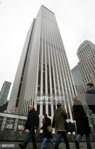 The General Motors Building seen in midtown Manhattan February 26 2008 in New York City The 50story skyscraper near Central Park is up for sale and...