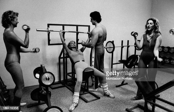 The German actress naturalized Italian Barbara Bouchet into a gym engaged with the exercise machines the muse of the Italian cinema of the Seventies...