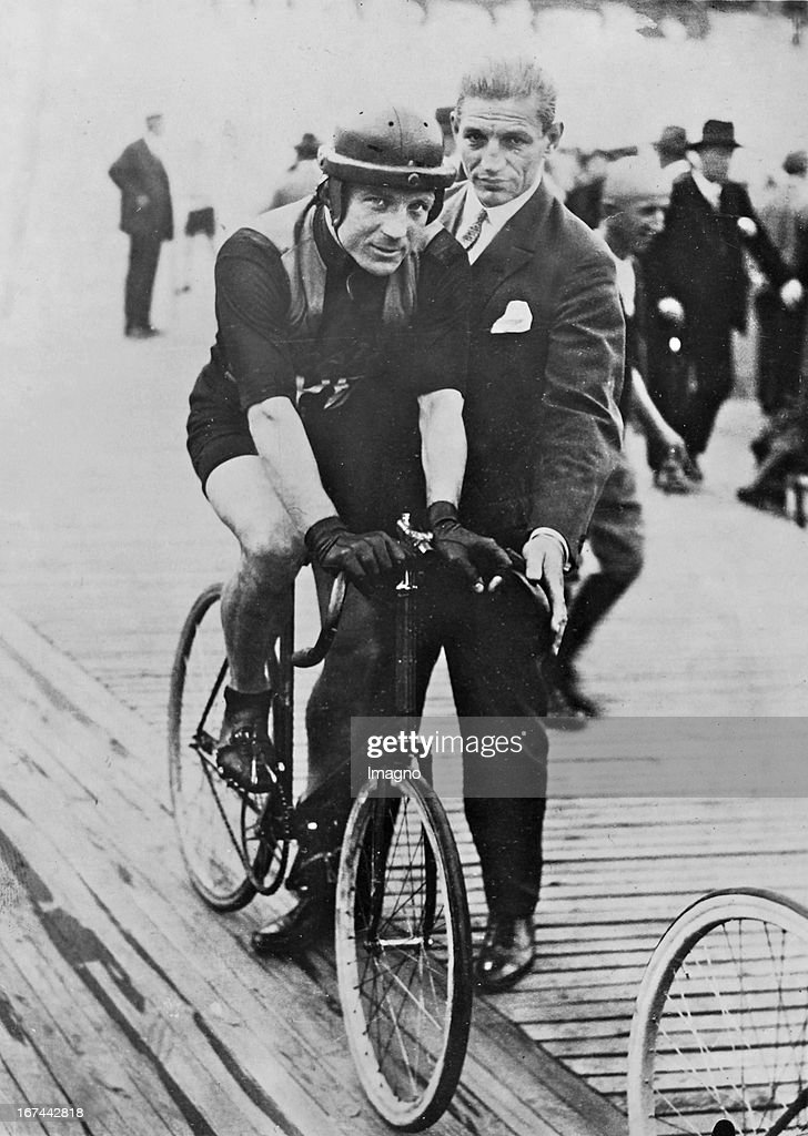 The German cyclists (Stayer) Sawall Walter (1899 - 1953). 1928. Photograph. (Photo by Imagno/Getty Images) Der deutsche Radrennfahrer (Steher) Walter Sawall (1899 1953). 1928. Photographie.