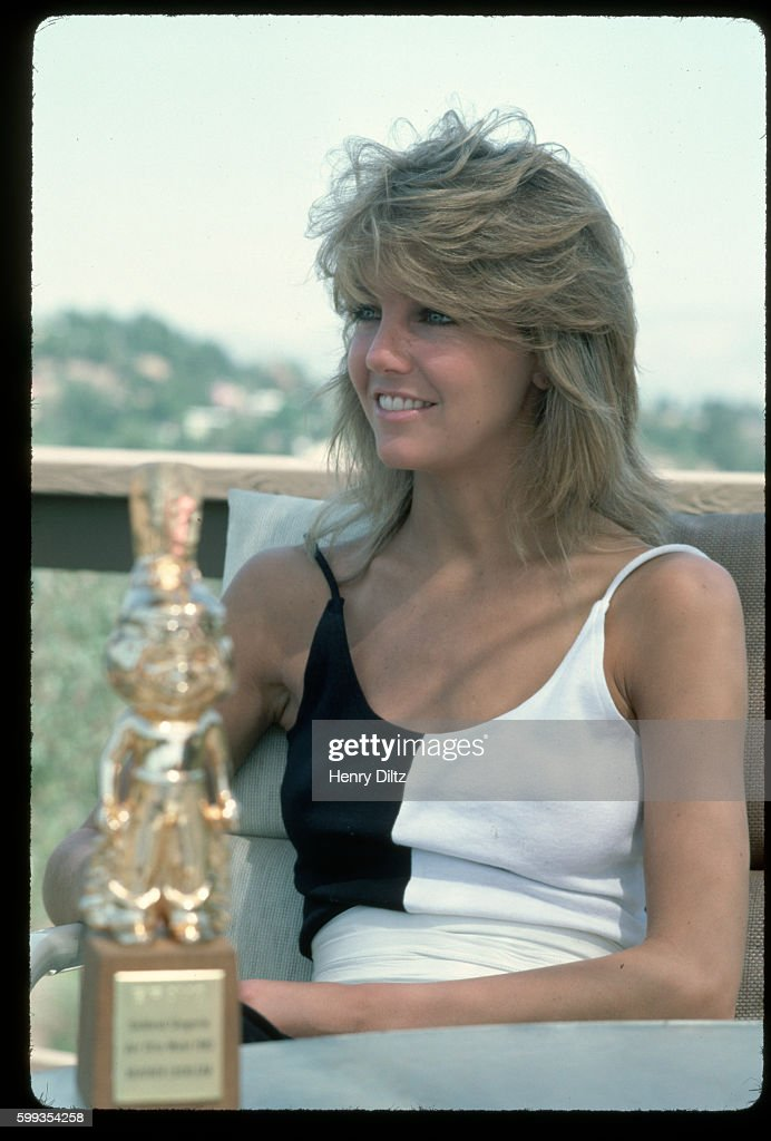 Heather Locklear holding award