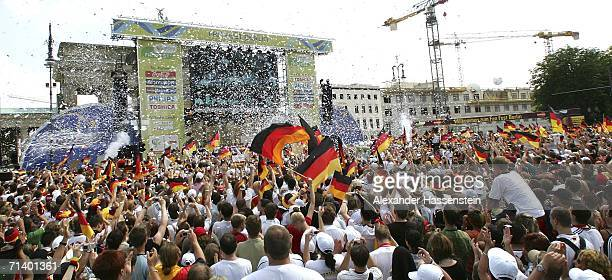 The German National Team arrives at the Berlin Fan Mile at the Brandenburg Gate on July 9 2006 in Berlin Germany Hundreds of thousends of fans...