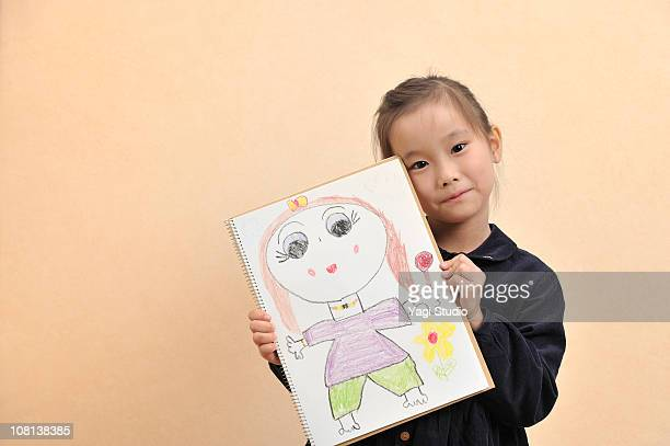 The girl who has the picture drawn by oneself