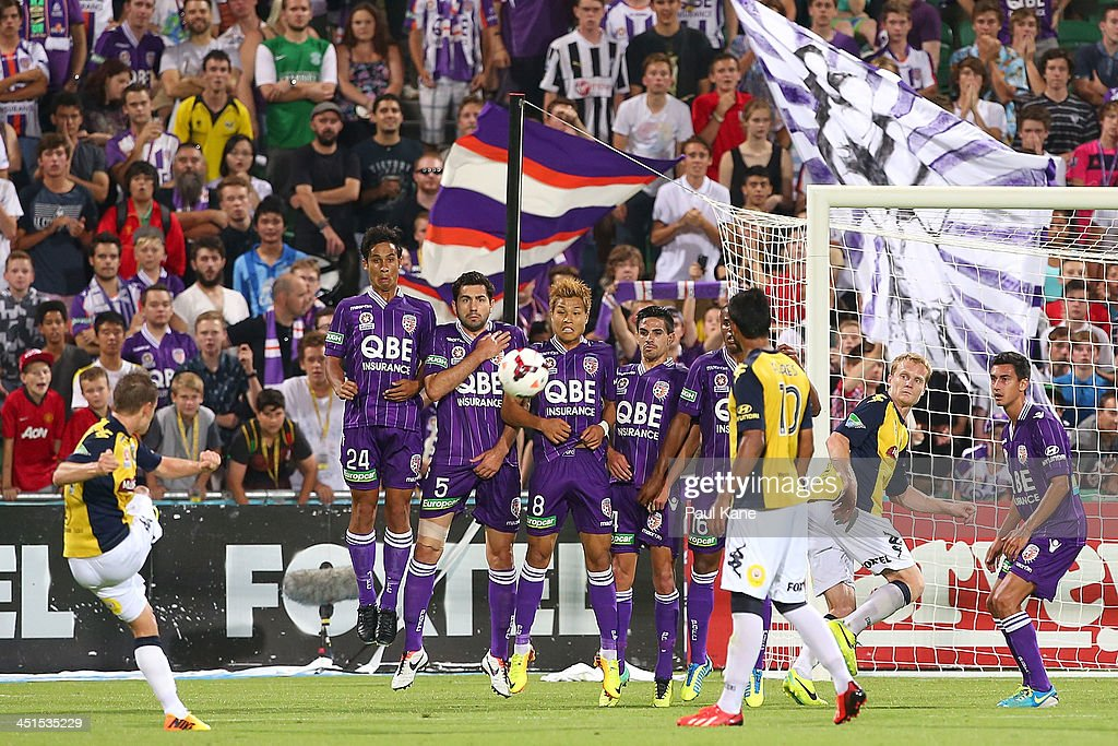 The Glory look to block a free kick on goal by <a gi-track='captionPersonalityLinkClicked' href=/galleries/search?phrase=Michael+McGlinchey&family=editorial&specificpeople=6123776 ng-click='$event.stopPropagation()'>Michael McGlinchey</a> of the Mariners during the round seven A-League match between Perth Glory and the Central Coast Mariners at nib Stadium on November 23, 2013 in Perth, Australia.