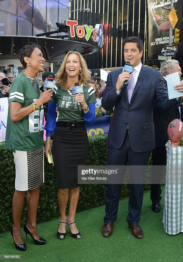 AMERICA - The GMA team tailgates in Times Square with the NY Jets, on GOOD MORNING AMERICA, 10/15/13, airing on the ABC Television Network. (Photo by Ida Mae Astute/ABC via Getty Images) ROBIN
