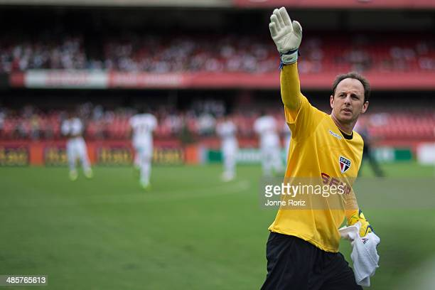 The goalkeeper Rogerio Ceni of Sao Paulo Team before start the game during the Brasileirao Series A 2014 match between Sao Paulo and Botafogo at...