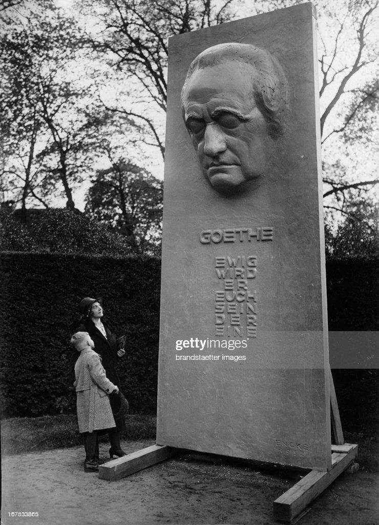 The Goethe monument in the castle garden Bellevue/Berlin (sculptor Eberhard Encke). May 6th 1932. Photograph. (Photo by Imagno/Getty Images) Das Goethedenkmal im Schlosspark Bellevue/Berlin vom Bildhauer Eberhard Encke. 6.5.1932. Photographie.